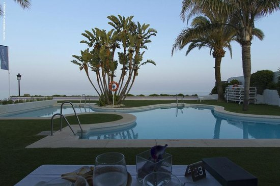 Iberostar Marbella Coral Beach: Beach Area/ Pool bar
