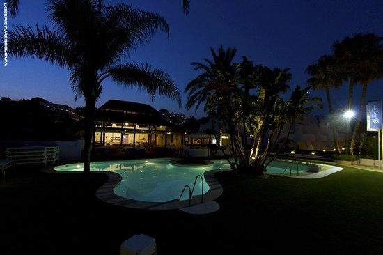 IBEROSTAR Marbella Coral Beach: Pool/Beach area by evening