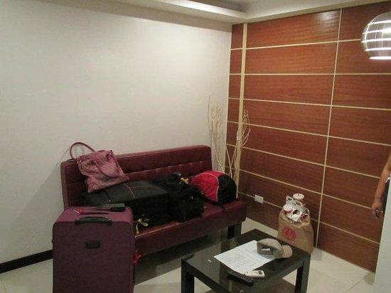 Guijo Suites Makati: lounge