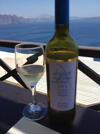 Strogili Restaurant: Assyrtico White Wine with Ocean View