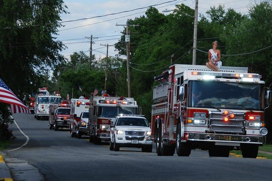 Wayside Inn: 4th of July parade!