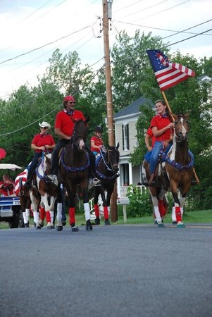 Wayside Inn: 4th of July parade!