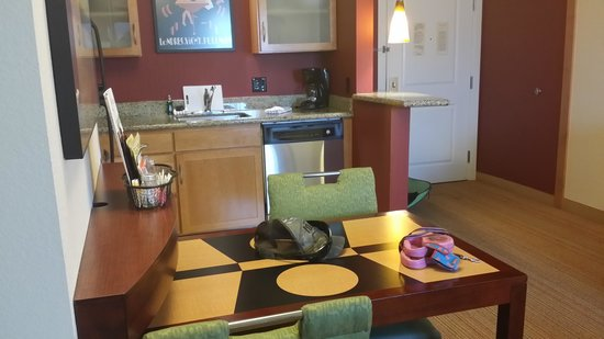 Residence Inn Toledo Maumee: one bedroom suite