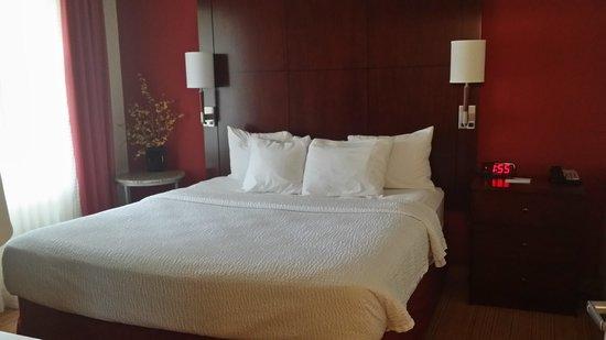 Residence Inn Toledo Maumee: very uncomfortable king bed room 114