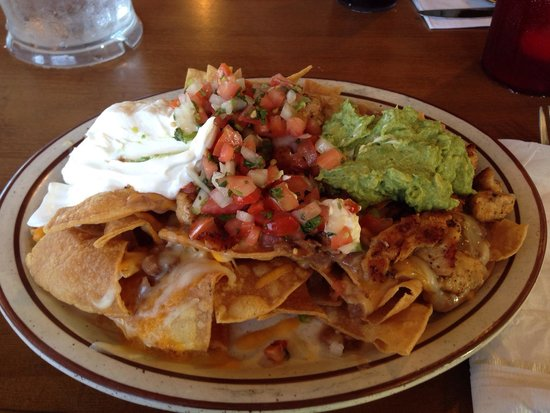 Country Kitchen: Chicken Nachos (very good).