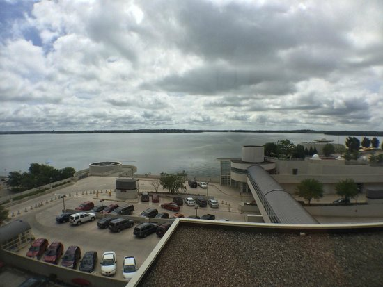 Hilton Madison Monona Terrace: View of Lake Monona from Room 441