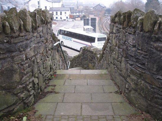 Llechwedd Slate Caverns: 駅へ行く道