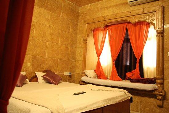 Mystic Jaisalmer Hotel: hotel room