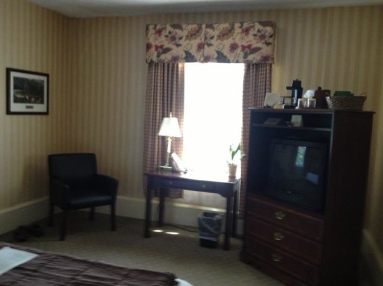 The Shawnee Inn and Golf Resort: Standard King Room