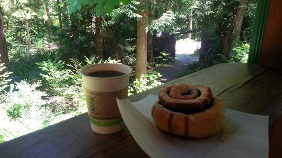Skookumchuck  Bakery & Cafe : Fingerlicking good cinnamon bun and coffee to re-energize after a hike