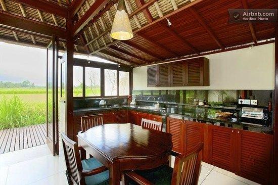 Bali Harmony Villas: Beautiful granite kitchens