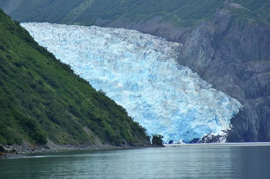 Kayak Adventures Worldwide : The glacier as seen from the beach where you start your kayak trip