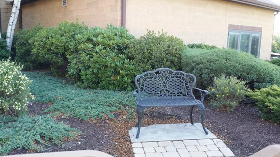 Comfort Inn Pocono Lakes Region : Random bench...it was nice