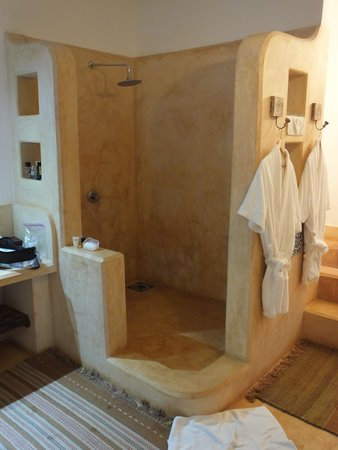 Kasha Boutique Luxury Hotel: Shower