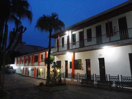 Hostel Roma Curitiba: Pátio interno do hostel