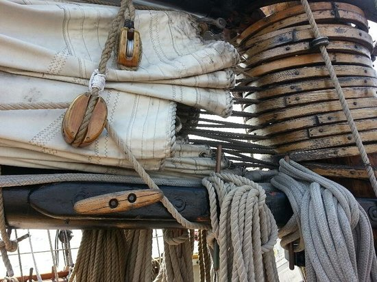 Pride of Baltimore II: Ropes