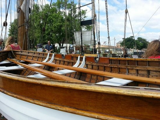 Pride of Baltimore II: Beautiful wooden life boat