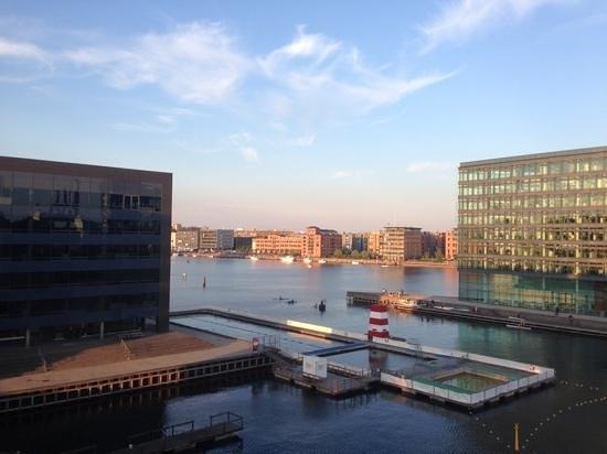 Copenhagen Island Hotel: Utsikten från balkongen...