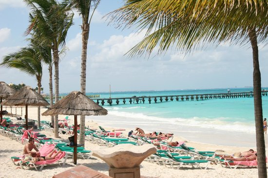 Grand Fiesta Americana Coral Beach Cancun: Pool and beach