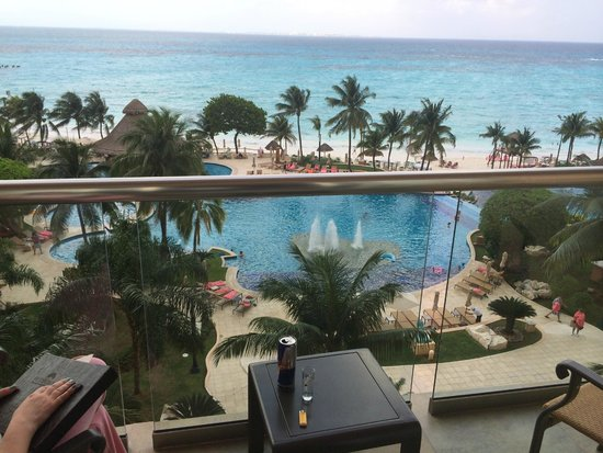 Grand Fiesta Americana Coral Beach Cancun: Pool and beach