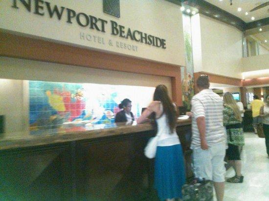 Newport Beachside Hotel and Resort: recepcion