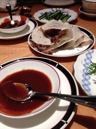 Four Seasons Hotel Singapore: Amazing duck at the in-house Cantonese restaurant