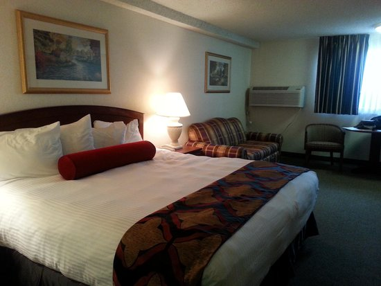 Shilo Inn & Suites Tacoma: King room