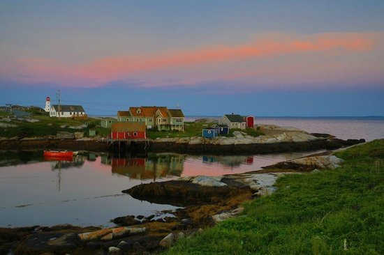 Peggy's Cove Bed & Breakfast : Early morning view of the cove from the deck of the B and B