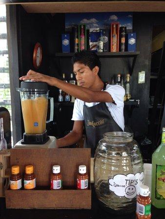 Discover Mexico Park Cozumel: our bartender