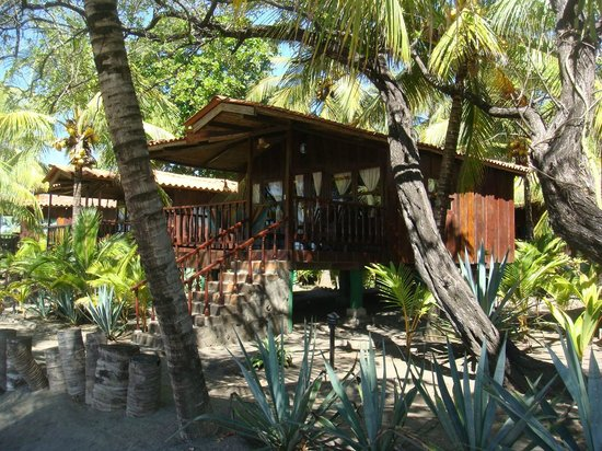 Redwood Beach Resort: Beautiful Private Cabanas
