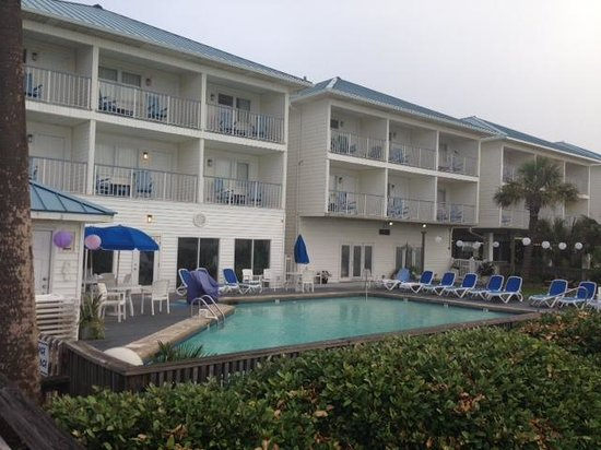 Ocean Isle Inn : View of pool area