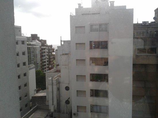 Pocitos Plaza Hotel : Vista da janela do quarto.