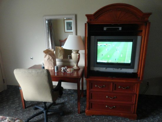 Lakeview Inn Centralia: TV Stand