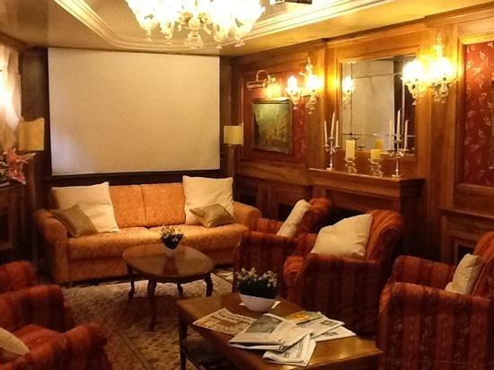 Santa Marina Hotel: lounge area