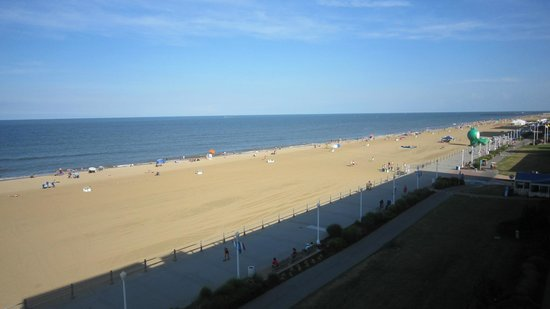 BEST WESTERN PLUS Oceanfront Virginia Beach: La plage, vue de notre balcon