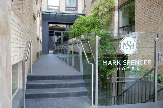 Mark Spencer Hotel: Hotel entrance
