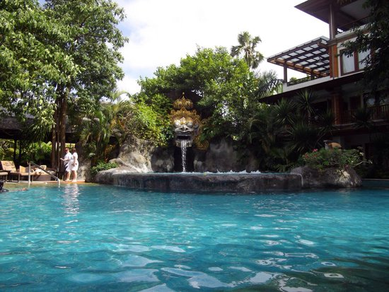 Padma Resort Legian: Baron bar and pool.