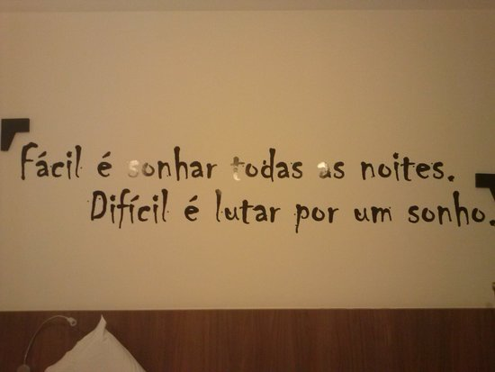 Ibis Styles Belo Horizonte Minascentro: quarto com carlos drumond de andrade