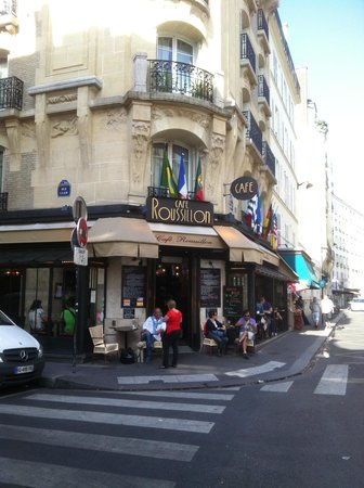 cafe Roussillon: I had to put a caption here...it's what the bar looks like from the street