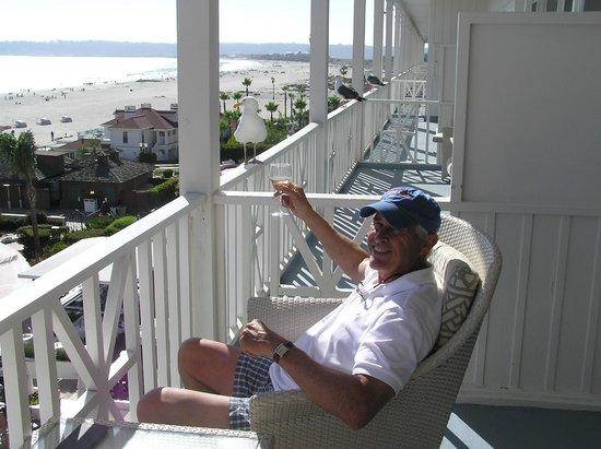 Hotel del Coronado: Veranda in historic part of hotel good for wine tasting and seagull watching