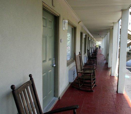 BEST WESTERN Mountainbrook Inn: chairs