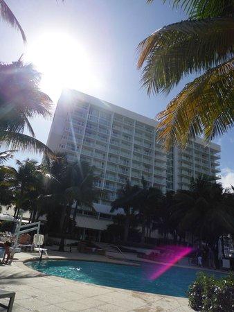 Hilton Fort Lauderdale Marina: Vista da piscina do Hotel