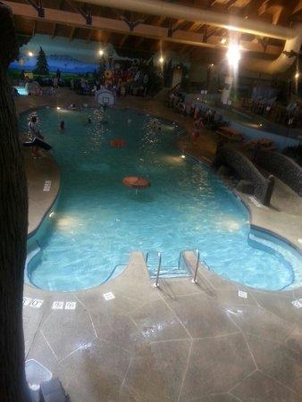 Three Bears Resort: Basketball pool.