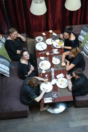 Friday Hotel Prague: Personal del Comedor luego de la faena diaria. Muchas gracias chicas...!!!
