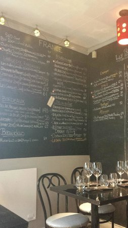 iX pour Bistro : Shot of part of the wine list