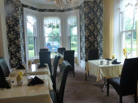 Stone Maiden Inn: The cheery breakfast room