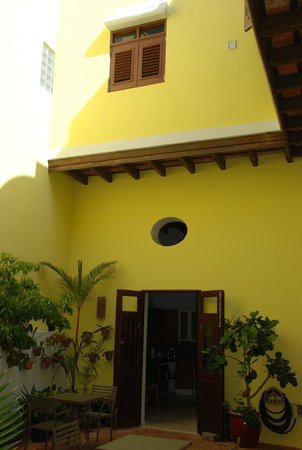 Casa Sol Bed and Breakfast: entrance to kitchen within interior area