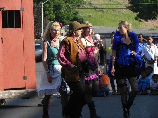 Cody Gunfighters: The ladies step out on the town