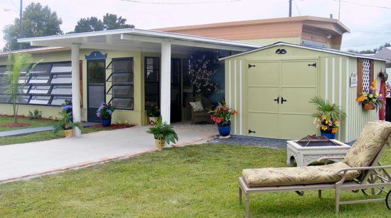 Floridian Gardens Resort: RETIREMENT...PERMANENT RESIDENCY...VACATION STAYS...Enjoy Carefree-Living, spacious lot sizes an