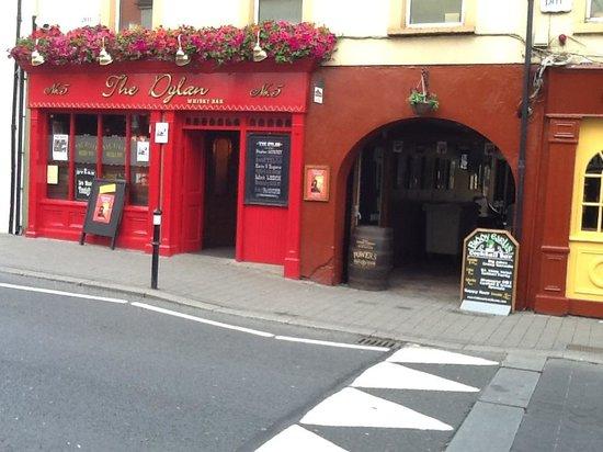 Kilkenny, Ierland: Just wait till you get inside!!!